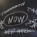 ریشه های اهمال کاری : علت های به تاخیر انداختن کارها چیست؟