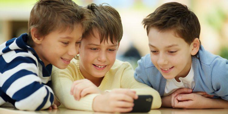 اینترنت امن و بی خطر در بین کودکان
