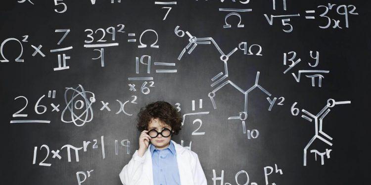 بهره هوشی در کودکان : کودک من چه نشانه هایی از هوش و رشد عقلی را نشان می دهد؟