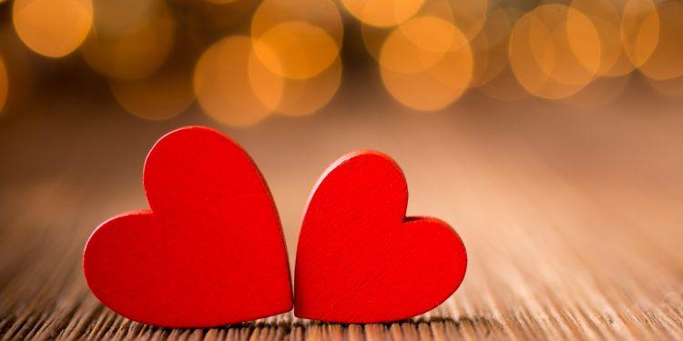 با حرکات عاشقانه خود علاقه تان را نشان دهید