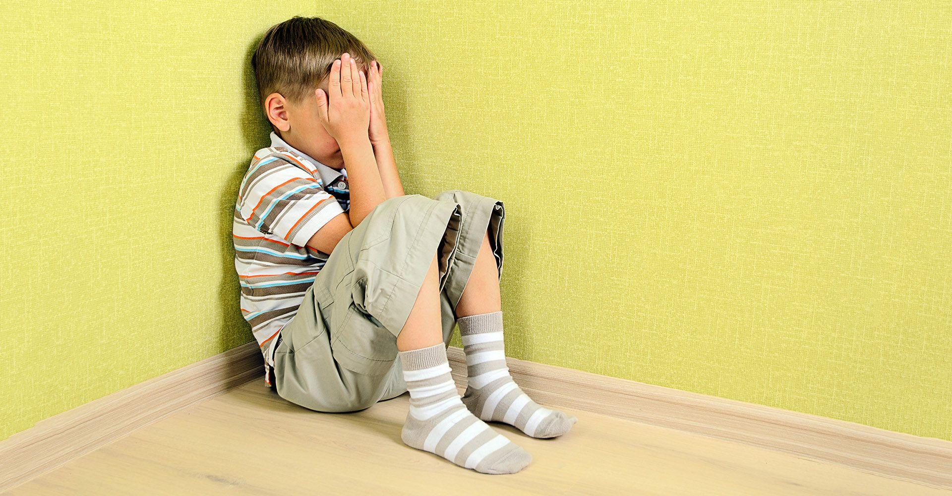 کودک هراسان : بررسی ترس و عوامل آن در سنین رشد کودک