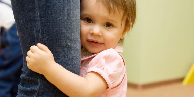 راهنمای کودک خجالتی : توصیه های کاربردی برای والدین کودکان خجالتی