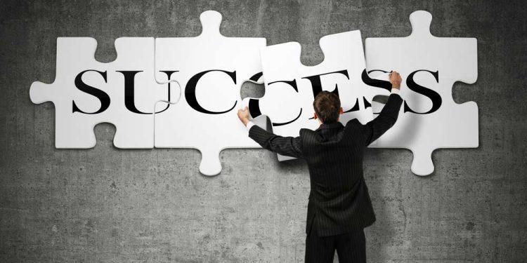برای دستیابی به موفقیت چه گزینه هایی روی میزتان قرار دارد؟