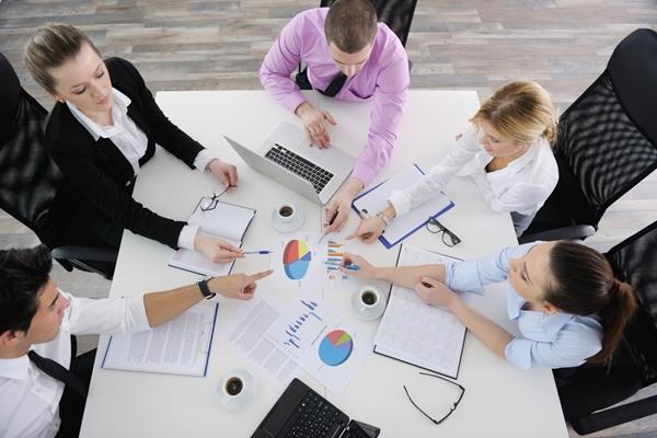 یک مدیر موفق چگونه با عدم قطعیت و ریسک های موجود در کار برخورد می کند؟